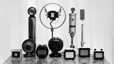 Olika mikrofoner från 1930-talet.