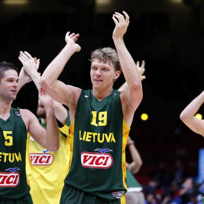 Litauens baskettherrar firar EM-finalplatsen