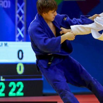 Luukas Saha ottelee sinisessä judogissa