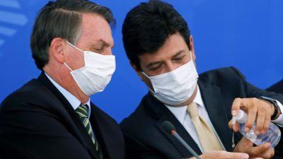Det här fotot på president Jair Bolsonaro och hans nu avskedade hälsominister Luis Henrique Mandetta togs under en presskonferens den 18 mars.