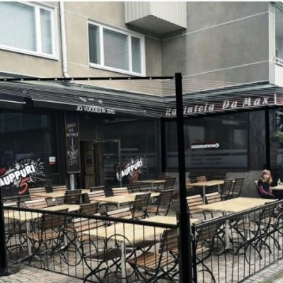 Havainnekuva Kauppuri 5-ravintolan edustan terassille suunnitellusta lokkisuojasta.