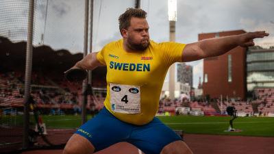 Daniel Ståhl kastar i Sverigekampen.