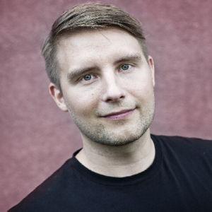 Kuvassa toimittaja Panu Vatanen