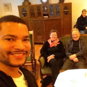 Joonatan Pitkäsen selfie dementiakoti Wilhelmiinassa #lupavälittää -kampanjaa varten