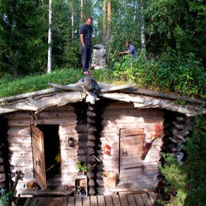 """Stugan """"Vikulyk"""" utanför Tavastehus, ritad och byggd av Eetu Puurtinen."""