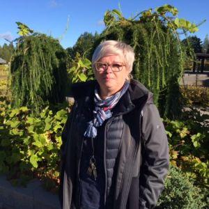 Mikkelipuiston puutarhuri Minna Ahonen