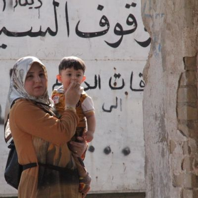 Kvinna och barn i Kirkuk.