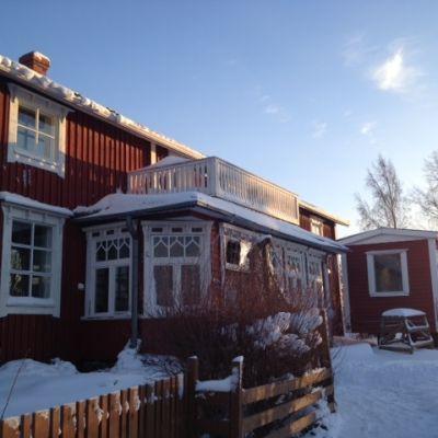 Huset på Paxalvägen i Övermalax är från 1800-talet, men nu är innandömet helt nytt.