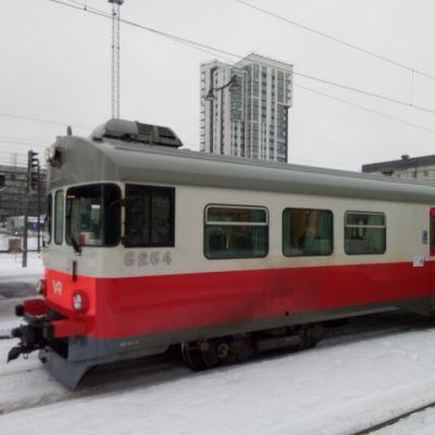 Sm2 -sähkömoottorijuna Tampereen asemalla helmikuussa 2019.