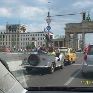 Näkymä professori Outi Merisalon auton ikkunasta Berliinissä - Brandenburginportti