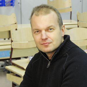 Arno Kotro Kaisaniemen koulun luokassa