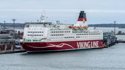 Viking Mariella vid Skatudden i Helsingfors.