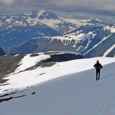 Kebnekaise (saam. Giebmegáisi tai Giebnegáisi) on Ruotsin korkein tunturi. Korkein huippu Sydtoppen on 2014 metriä