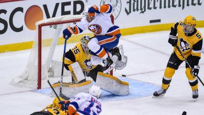 Leo Komarov gör vad han får betalt för: skapar kaos framför mål.