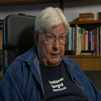 83-vuotias Pauli Toivonen yksityisen hoitokodin soluasunnossaan.