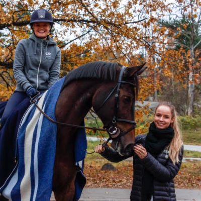 Anna-Julia Kontio ja valmennettava Emma Tallberg Helsinki Horse showssa 21.10.16