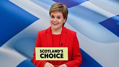 SNP:s ledare Nicola Sturgeon i Skottland för kampanj inför parlamentsvalet 6.5.2021