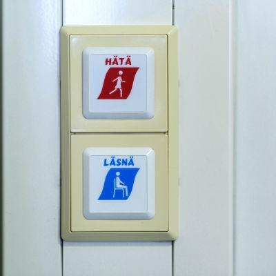 Larmknappar på sjukhusvägg