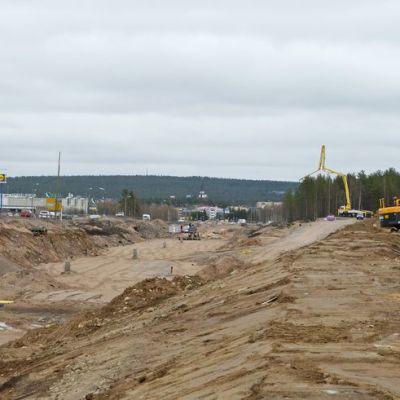 Iso maantieleikkaus Isoaavantieltä Oijustielle on tarkoitus rakentaa valmiiksi kolmessa viikossa.