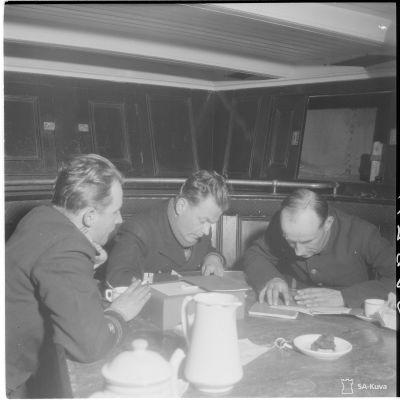 Ett telegram krypteras på Östersjön 1943.