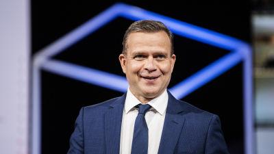Kokoomuksen puheenjohtaja Petteri Orpo valmistautui Pasilassa Ylen kuntavaalitenttiin 17. toukokuuta.