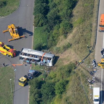 Nio personer omkom i bussolyckan nära Dresden.
