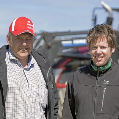 Jordbrukaren David Köping i Sundom och ÖSP:s ombudsman Fredrik Grannas.