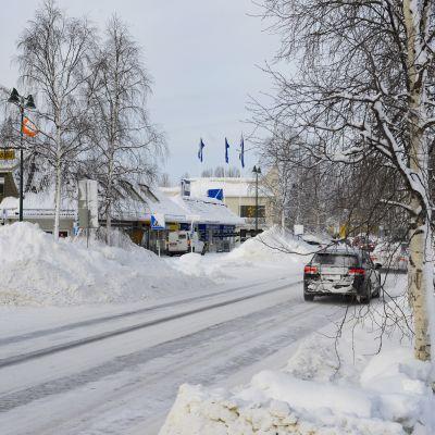 Lumikasoja Sodankylän keskustassa