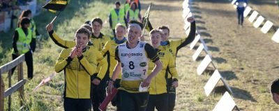 Stora Tunas lag löper i mål som vinnare i Jukola