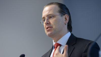 """Anders Borg håller tal i Helsingfors den 11 mars 2015 då hans och Juhana Vartiainens rapport """"En strategi för Finland"""" publicerades."""