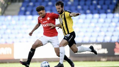 Jusif Ali kämpar om bollen.