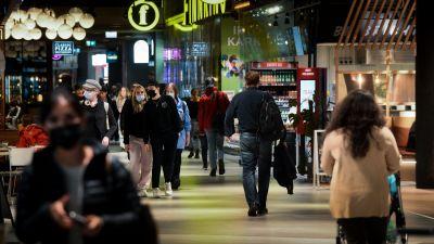 Folkmängd i köpcentrum.