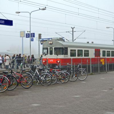 Y-juna Kirkkonummen asemalla