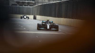 Valtteri Bottas kör i Baku.