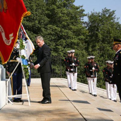 Tiistaina 1. lokakuuta presidentti Niinistö laski seppeleen Arlingtonin sotilashautausmaalle.