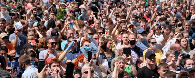 Protesterande invånare i östra Ryssland. Hela bilden är full av människor som är ute på gatorna.