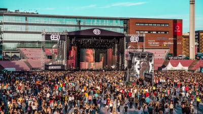 Publik vid en scen på Blockfest 2018.