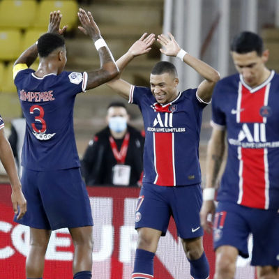 Kylian Mbappé firar ett mål.