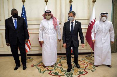 USA:s utrikesminister Antony Blinken och försvarsminister Lloyd Austin i Qatar där de tackar landet för medlingshjälp i Afghanistan.
