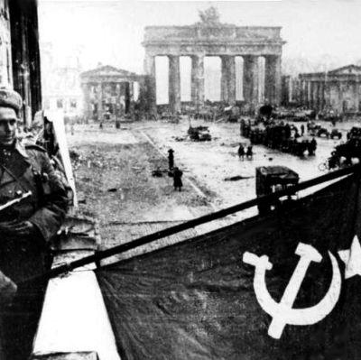 Neuvostoliittolaisia sotilaita Berliinissä vuonna 1945