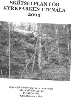 Skannat pärmblad av skötselplan för Kyrkparkens naturskyddsområde i Tenala, Raseborg. Text och otydligt skogsfoto.