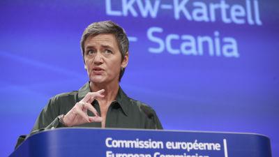 EU-kommissionär Margrethe Vestager talar om Scanias kartellböter.