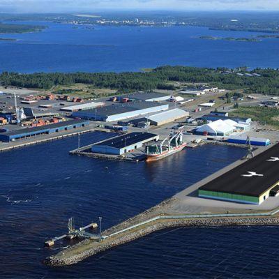 Havainnekuva Metsä Fibren Kemin biotuotetehtaan satamavarastosta
