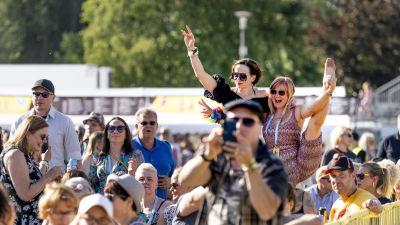 Glad publik på festival i Dickursby.