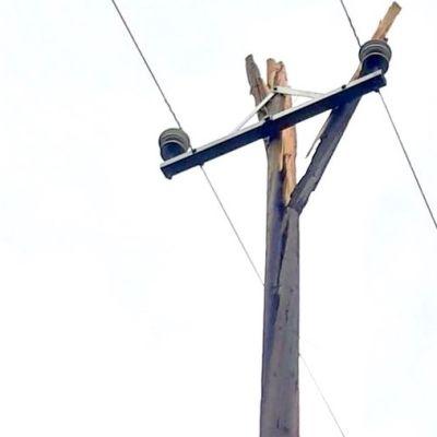 rikkinäinen sähkötolppa
