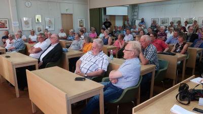 Fullsatt mötessal i Dalsbruk