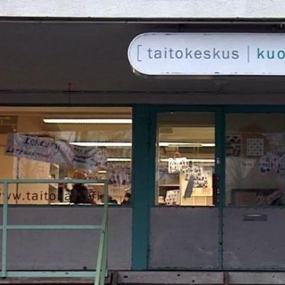 Kuvassa Taito Savon myymälä ulkoapäin kuvattuna