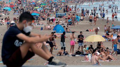 Många lockades till badstranden Malvarrosa i Valencia 14.6.2020