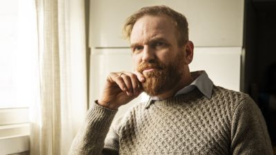 Porträtt på författaren Erik Martiniussen.