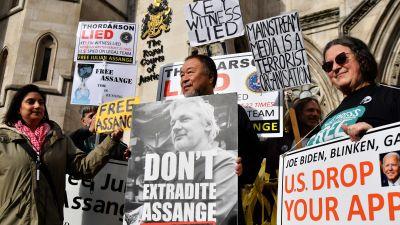 Demonstration i London för Julian Assange